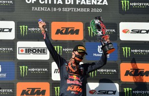 g7-20_Prado_podium